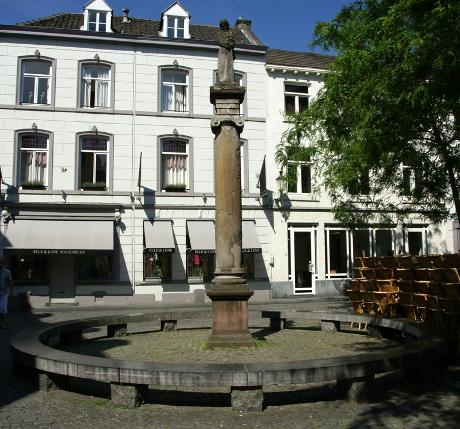 Photo Sint Amorsplein in Maastricht, View, Neighborhood, square, park