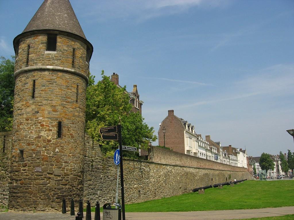 Photo Onze Lieve Vrouwewal in Maastricht, View, Sightseeing - #2